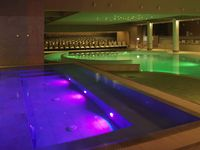 Sea-spa-swimming-pool-night-jacuzzi-green-spotlisting